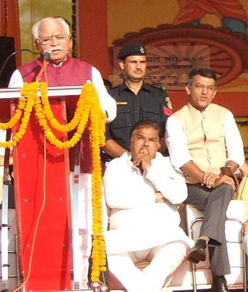 ex-mla-chander-bhatiya-with-haryana-cm-manohar-lal-khattar-faridabad