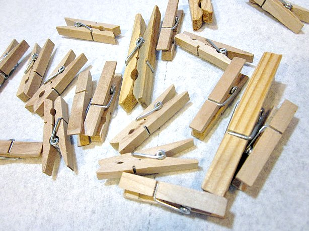 How to Make Antiqued Clothespins