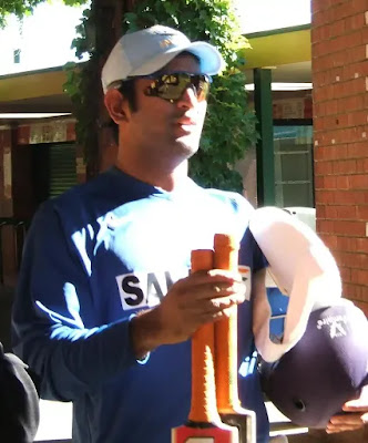 Crickter MS dhoni  biography in hinglish- cricket live update