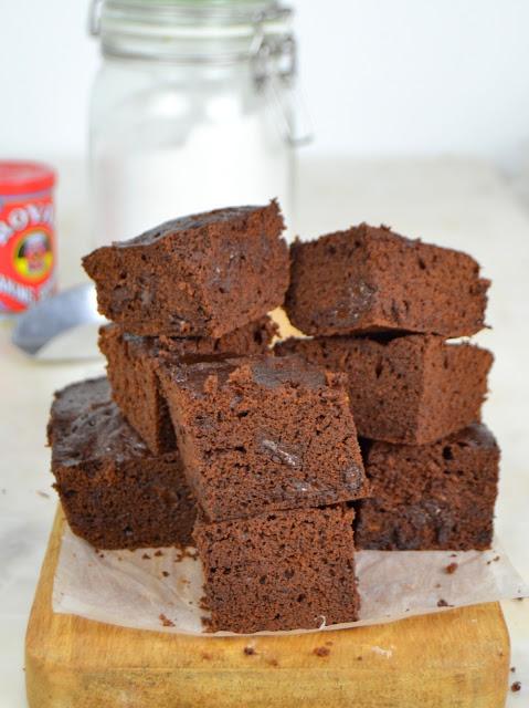 Brownie de chocolate al microondas ¡Sin pesar ingredientes!