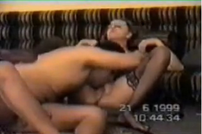 فيلم سكس سعودى عربي لزوج وزوجة من جده تم تصويرة في عام 1999