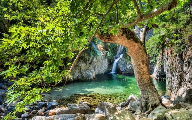 Οι αλλεπάλληλες φυσικές λιμνούλες στα βράχια, συνώνυμο της Σαμοθράκης