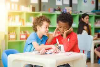 هل ابنك يتعرض للتنمر - منع طفلك من الوقوع ضحية للتنمر -كيف تحمى طفلك من التنمر - التكلم مع ادارة المدرسة - شبكات التواصل الأجتماعى -