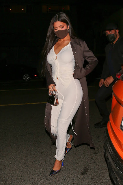 Kylie Jenner – Leaving dinner with friends at Giorgio Baldi in Santa Monica
