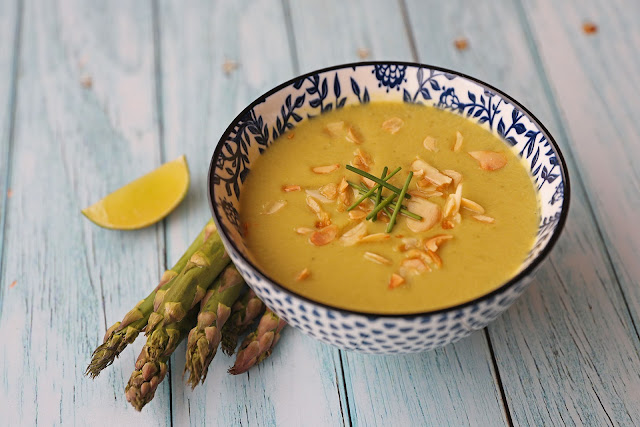 Συνταγή για Vegan Σούπα με Σπαράγγια και Ρόφημα Αμυγδάλου
