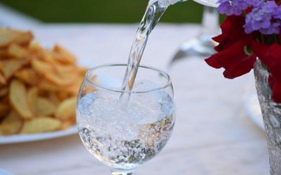 9 Manfaat Minum Air Putih