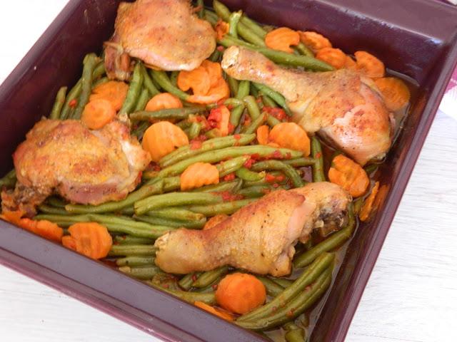 Fasole verde la cuptor cu morcovi si pulpe de gaina