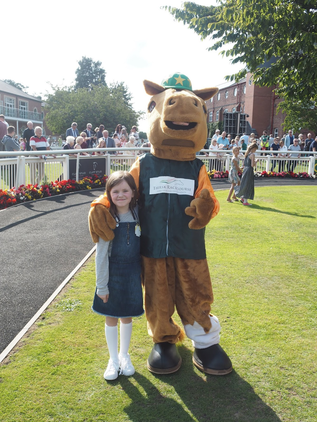 thirsk racecourse family day under 18s horse racing