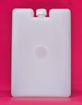 Ice pack 400 mL largo con tapon acumulador blanco fondo fucsia