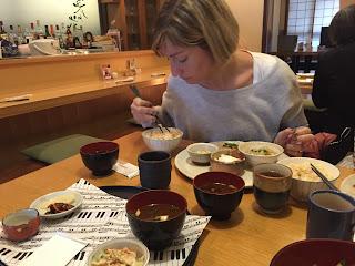 Yo comiendo arroz pegajoso