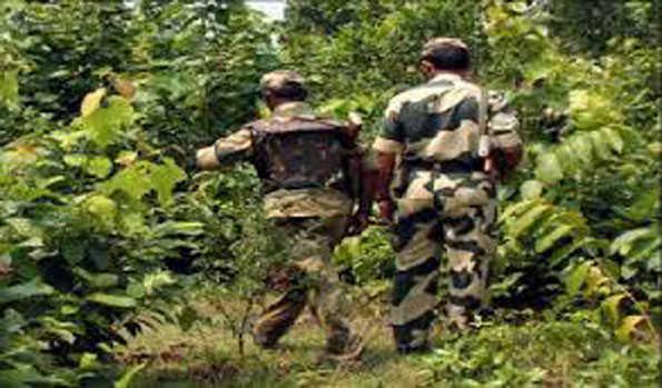 Two-jawans-injured-in-encounter-one-woman-Maoist-shot-dead- छत्तीसगढ़ नारायणपुर जिले में पुलिस और नक्सलियों की मुठभेड़ में दो जवान घायल, एक महिला नक्सली को मार गिराया