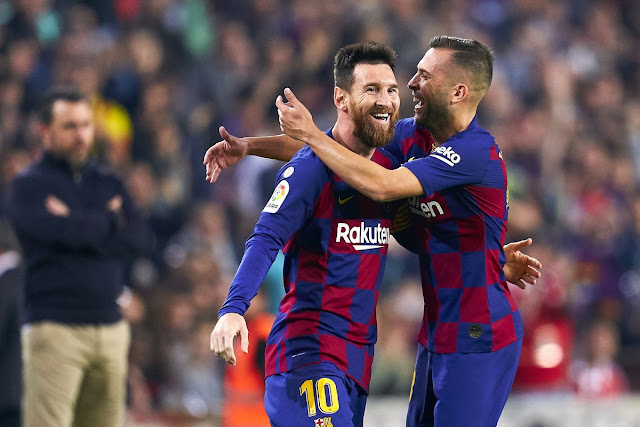 Lionel Messi scored 2 goals to beat Real Valladolid as Barcelona return to the top