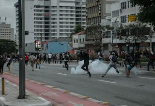 Justiça de SP volta a permitir bala de borracha e gás em manifestações