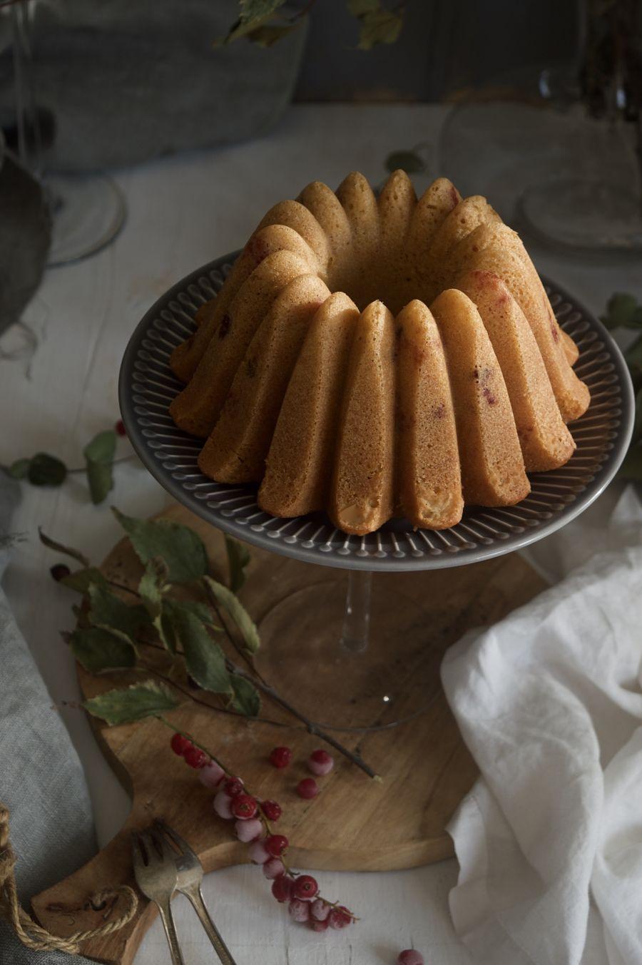 bundt-cake-de-yogur-y-grosellas-rojas