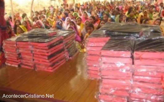 Cristianos de Myanmar reciben Biblias por primera vez