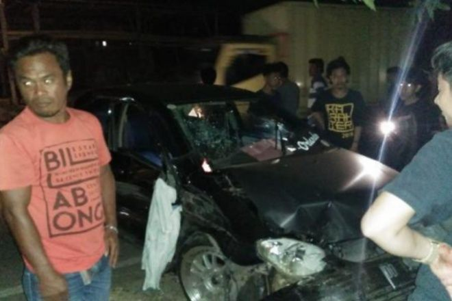 Hilang Kendali, Mobil Tabrak Pohon Mangga di Palakka