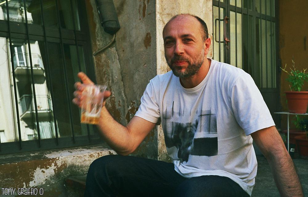 Geppo di Bastard Store al Cinema Istria durante l'intervista di Tony Graffio