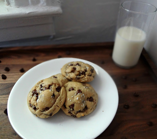 The Cooking Actress: Bakery Style Chocolate Chip Cookies