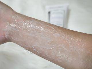 review-erha-truwhite-activator-body-scrub-tekstur