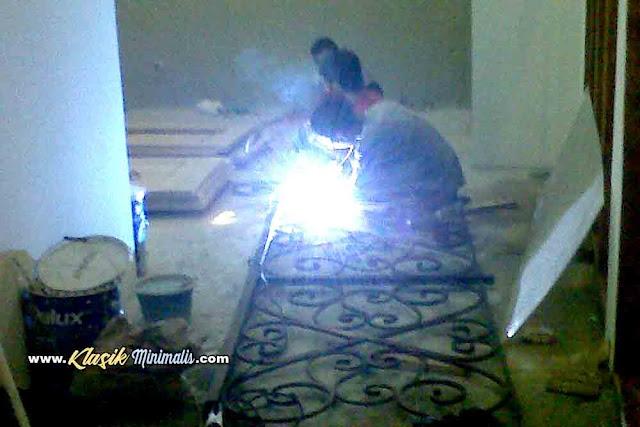 Jasa Pembuatan Railing Tangga Besi Tempa