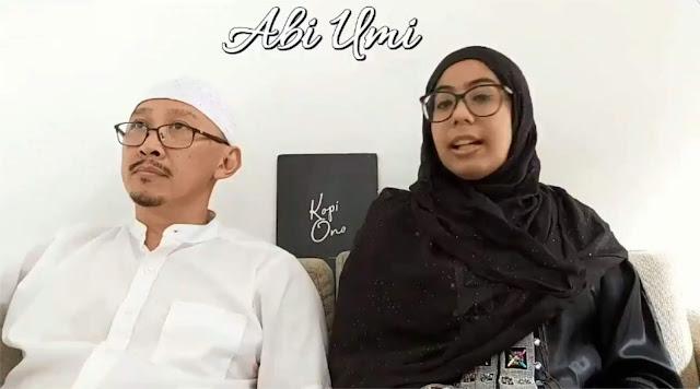 Abu Janda bersama istrinya