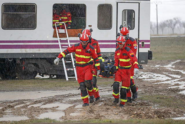 RENFE cede 8 vagones de tren para adiestramiento de la UME