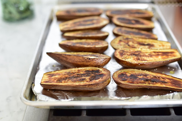 Broiled eggplant boats