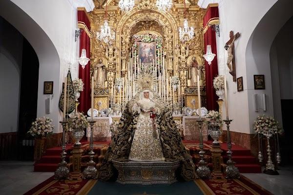 Nuestra Señora de la Esperanza, expuesta a la veneración de devotos y fieles