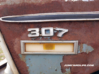 A 307-V8 emblem, shown on fender of 1970 Nova, was shunned by hot rodders who laughed at the underpowered engines.