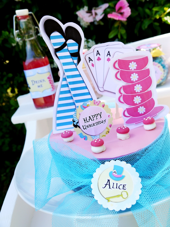 "Alice in Wonderland Inspired ""Un-Birthday"" Tea Party Ideas and DIY Decorations - BirdsParty.com"