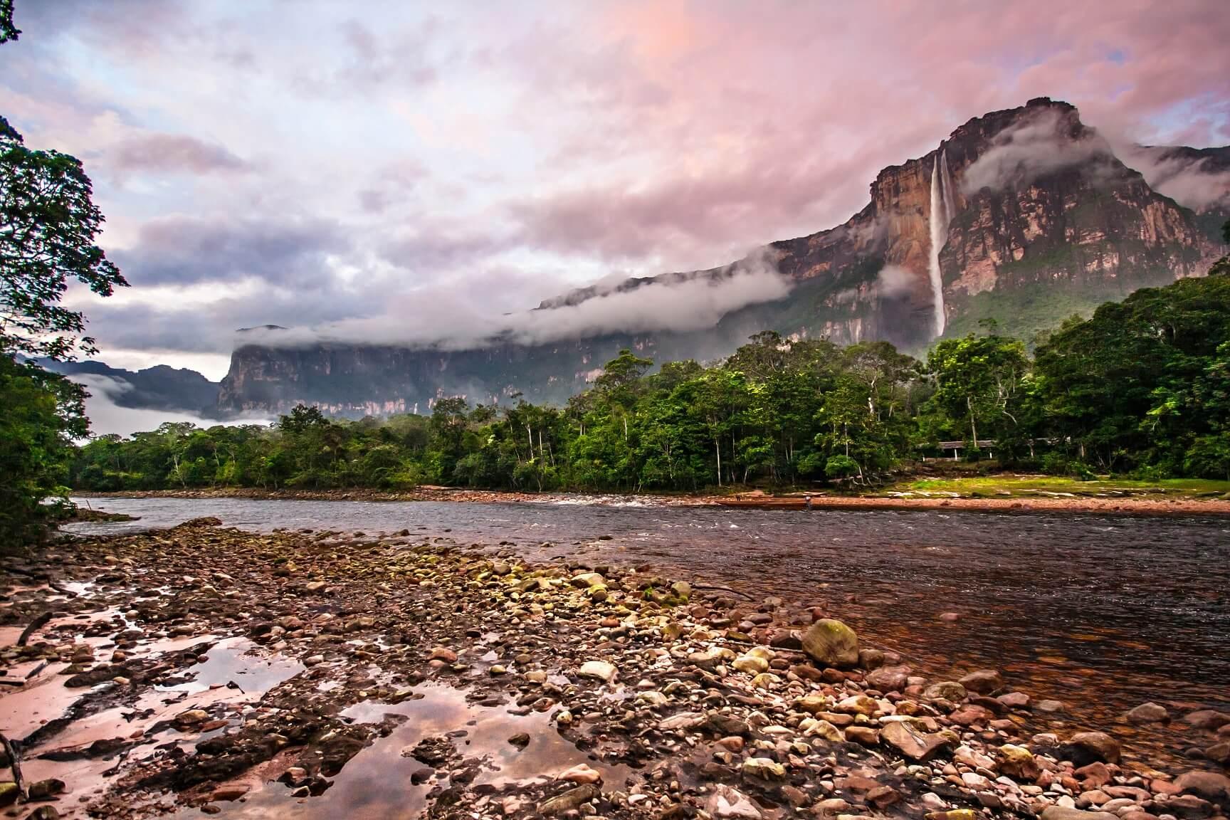 Река Чурун у водопада Анхель
