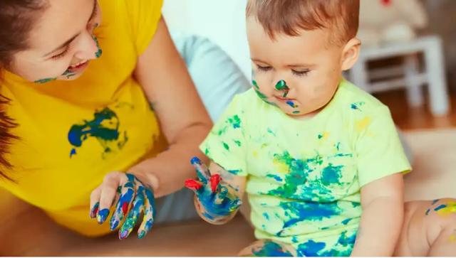 melukis dengan jari finger painting
