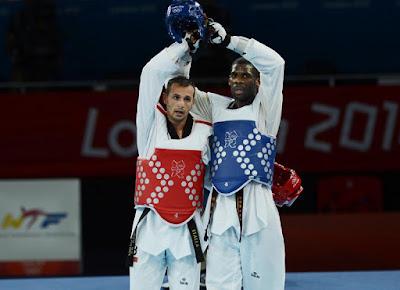 sử dụng găng tay Bộ môn taekwondo
