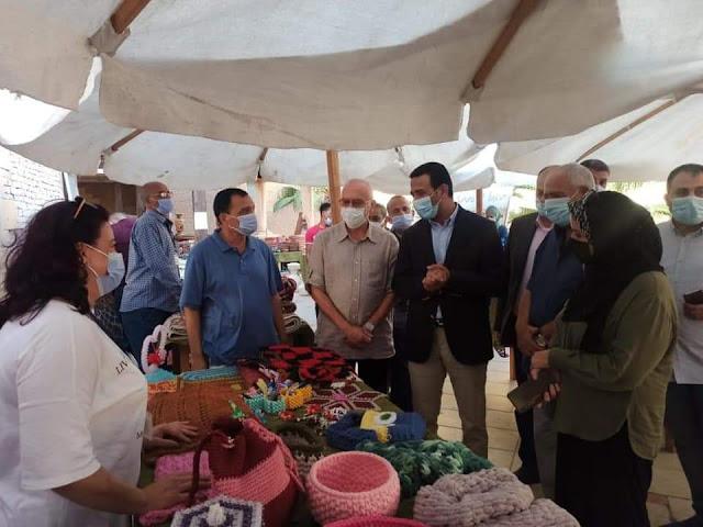 نائب محافظ الفيوم يتفقد معرض الحرف اليدوية والتراثية بنادي السيارات بالأسكندرية