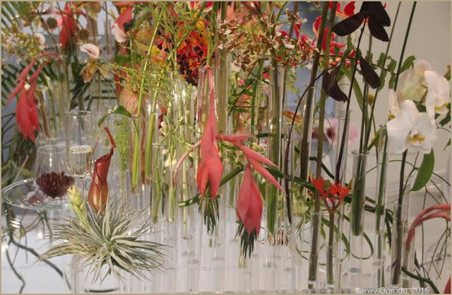 nowoczesna kompozycja z kwiatów