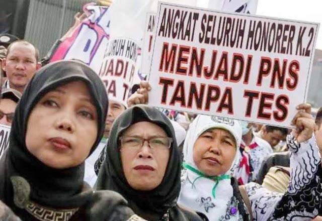 Jokowi Diminta Prioritaskan Honorer K2 Jadi ASN, Bukan Pegawai KPK