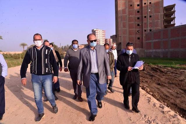 محافظ أسيوط يتفقد أعمال مشروع تطوير بعض القرى بمركز أبوتيج