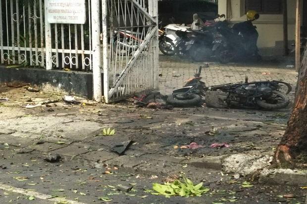 Ngerii-Tragedi-Bom-Bunuh-Diri-Gereja-Katedral-Makassar-Tubuh-Pelaku-Berserakan-di-Depan-Katedral