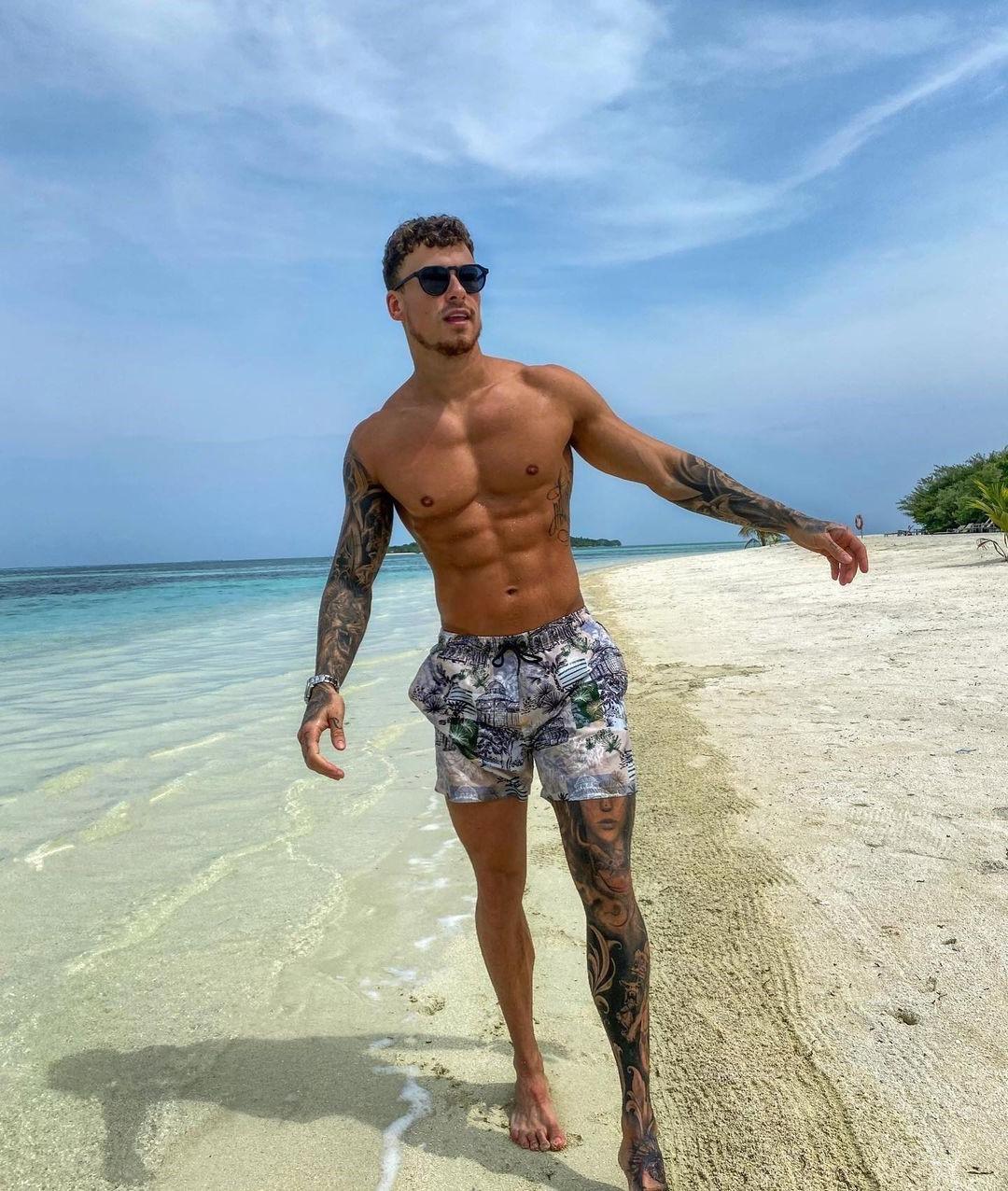 sexy-summer-beach-hunk-kori-sampson-leg-tattoo