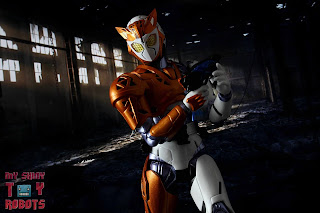 S.H. Figuarts Kamen Rider Valkyrie Rushing Cheetah 27