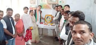 इंदिरा गांधी की जयंती पर कांग्रेस कार्यकर्ताओं ने उनके चित्र पर पुष्प अर्पित कर दी श्रधांजलि