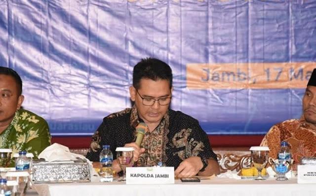 Kegiatan Rapat Koordinasi Komunikasi Penanganan Covid-19 Provinsi Jambi, Turut Dihadiri Secara Langsung Oleh Kapolda Jambi