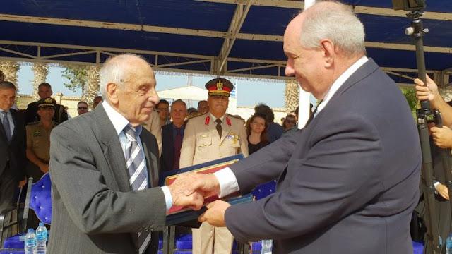 Ευγνωμοσύνη στο πρόσωπο ενός από τους τελευταίους Ριμινίτες, που πολέμησε 19 ετών & στο Ελ Αλαμέιν, τον 95χρονο Μιχάλη Ματζάκο, του οποίου το χέρι έσφιξε ο ΥΦΥΠΕΞ Τ.Κουΐκ στις σημερινές εκδηλώσεις μνήμης στο Ελ Αλαμέιν.
