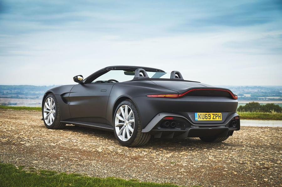 Mâu Mui Trần 2 Cửa Aston Martin Vantage Roadster mới 2020: những hình ảnh đầu tiên được  lộ diện.