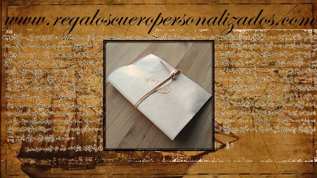 fundas cuero cuadernos agendas ebooks grabados personalizadas iniciales nombres logos monogramas símbolos frases poemas colores ecológicas artesanales made spain