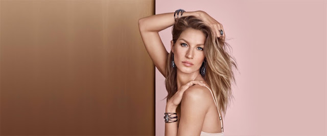 Gisele shows skin for the Vivara Christmas 2015 Campaign