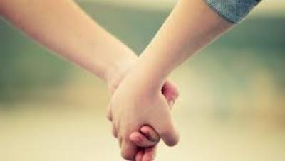 5 Manfaat Luar Biasa Pegangan Tangan dengan Kekasih