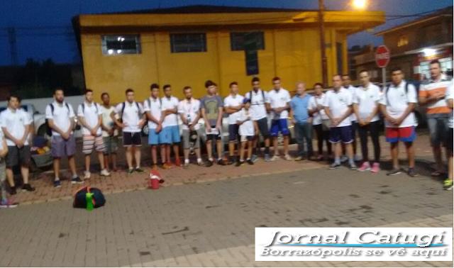 Um grupo de amigos de Kaloré,saíram em caminhada a pé rumo a Lunardelli