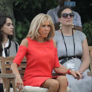 """Brigitte Macron insultée, Jean-Luc Mélenchon est lui aussi furieux: """"C'est terrible"""""""