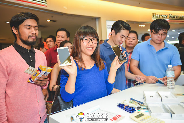 That happy smile when she got her TWO new Samsung GALAXY Note 5